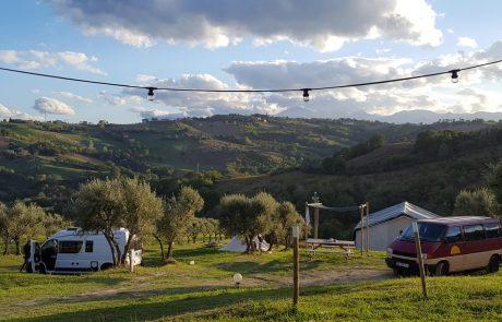 Busjes op Camping44, Loro Piceno, Le Marche